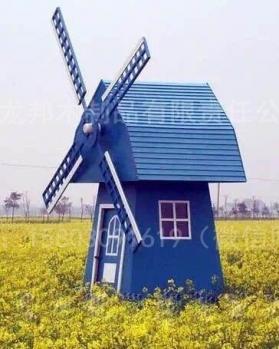 蓝色防腐木木屋